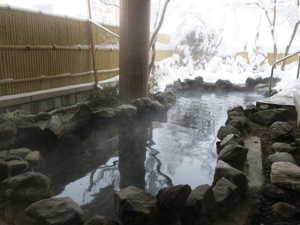 赤倉温泉名物「レッド焼きそば」は真っ赤で辛そうなのに辛くない!?