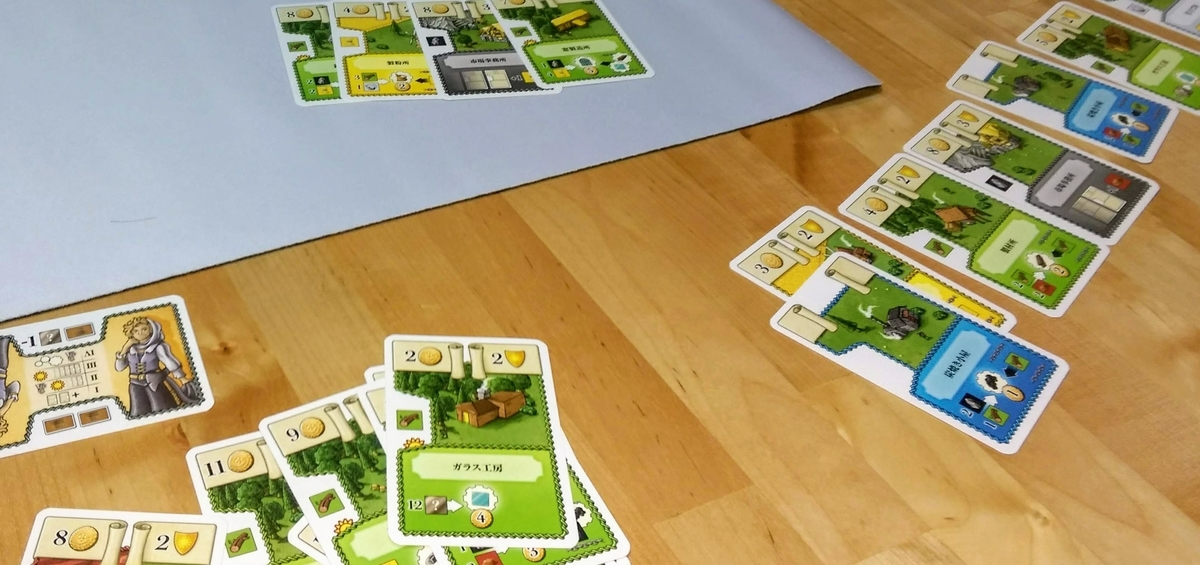 大量の緑カードたちの工房