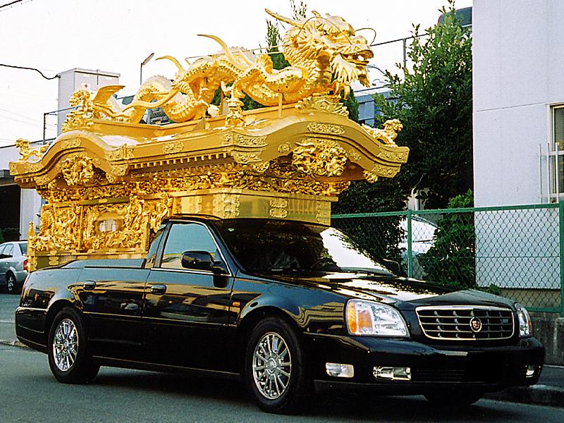 豪華な宮型霊柩車