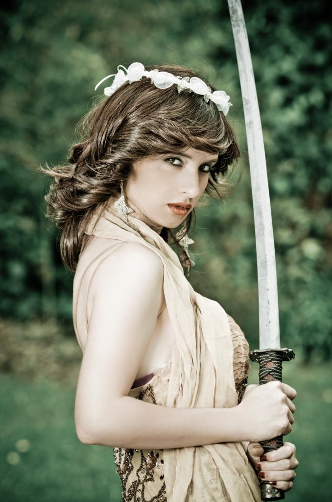 Beautiful white woman puts collora with Japanese sword-katana.(花冠を被り日本刀を手にした美しい白人女性)