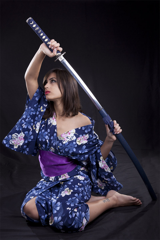 Beautiful white woman sitting straight with japanese sword-katana in kimono Ⅰ.(正座に着物姿で日本刀を掲げる美しい白人女性 其の一)
