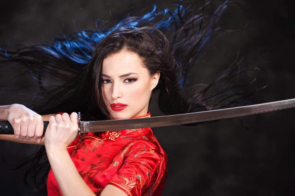 Beautiful white woman,bewitching smile with iapanese sword-katana in mandarin gown Ⅰ.(日本刀を手に妖艶な笑みを浮かべるチャイナドレス姿の美しい白人女性 其の一)