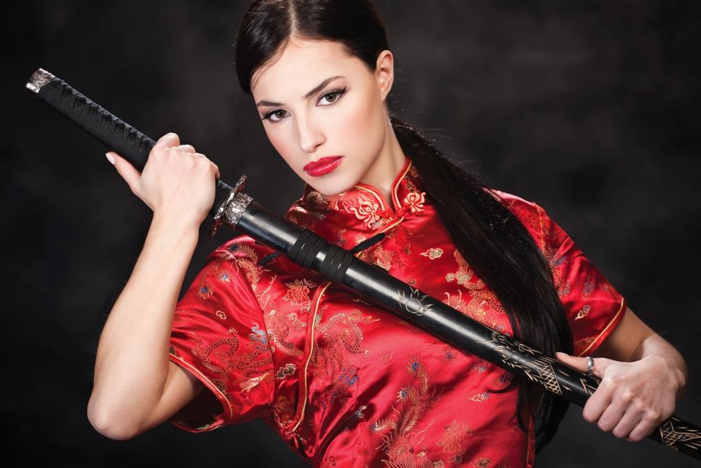Beautiful white woman,bewitching smile with iapanese sword-katana in mandarin gown Ⅲ.(日本刀を手に妖艶な笑みを浮かべるチャイナドレス姿の美しい白人女性 其の三)