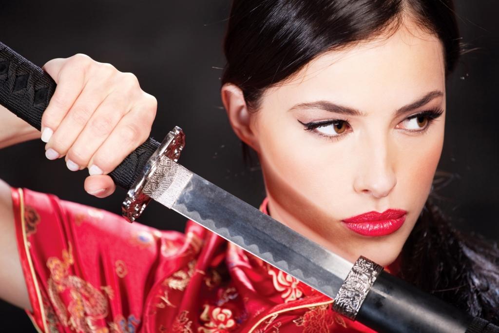 Beautiful white woman,bewitching smile with iapanese sword-katana in mandarin gown Ⅳ.(日本刀を手に妖艶な笑みを浮かべるチャイナドレス姿の美しい白人女性 其の四)
