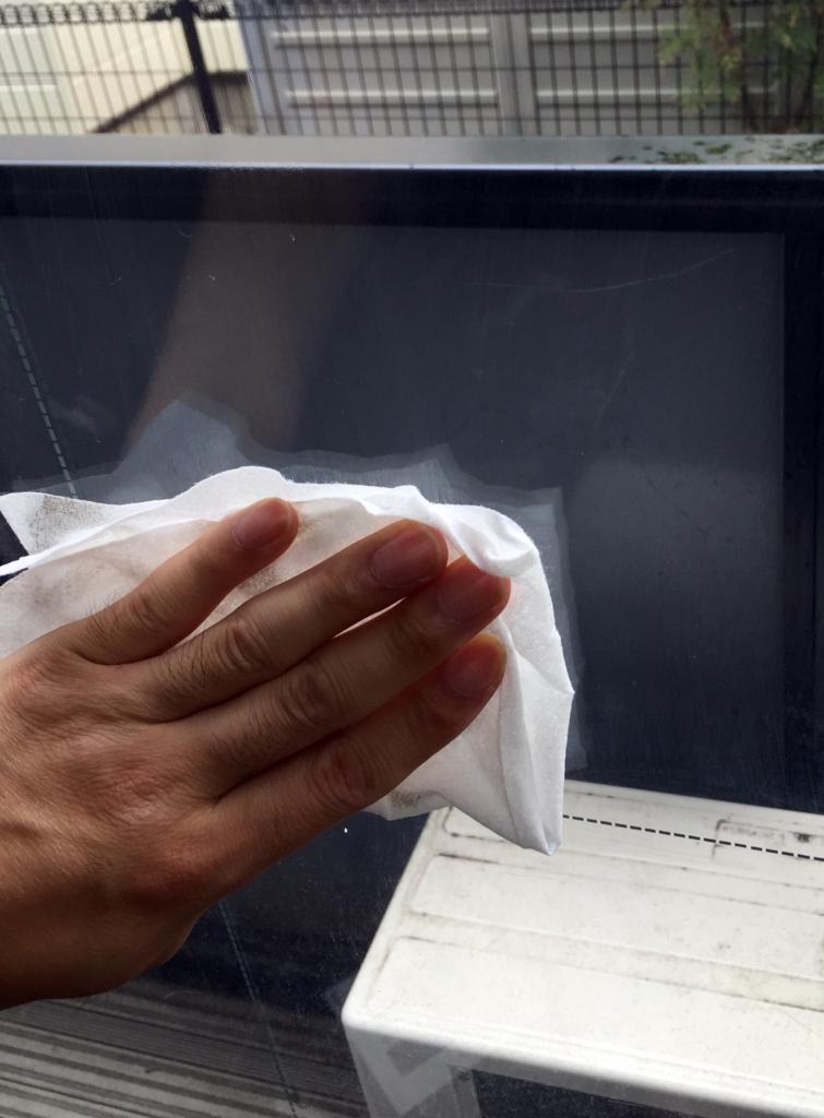 窓の拭き掃除に便利な掃除グッズ