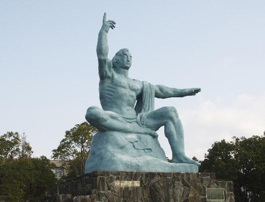 長崎の平和記念像
