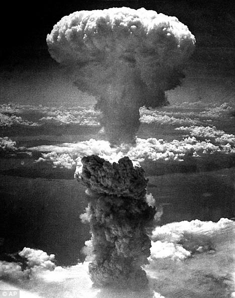 原子爆弾によるキノコ雲