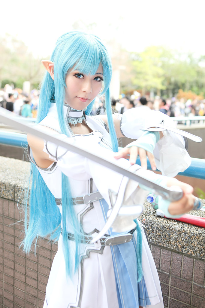 Beautiful Japanese woman with europe sword,Asuna Yuuki's cosplayⅡ.(SAOの結城明日奈に扮し、剣を構える美しい日本人女性 其の二 )