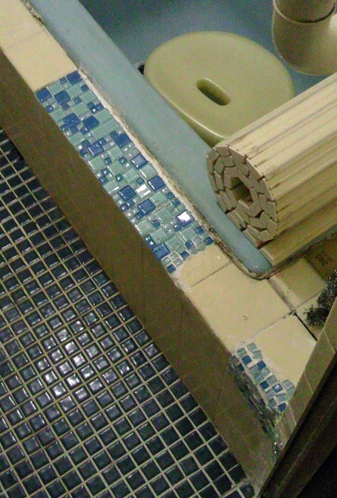 浴室のタイル修理