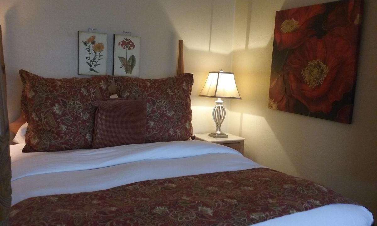 赤で統一されたベッドカバー&ピローケース