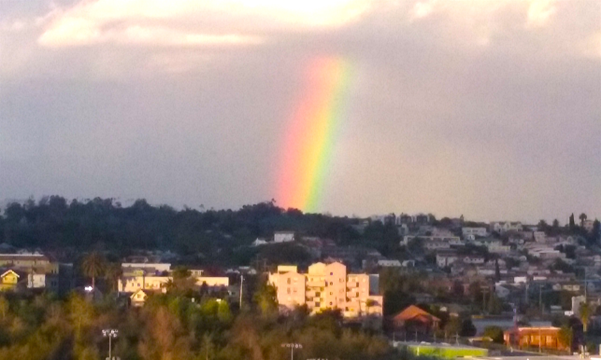 LAの部屋から撮影した虹の写真。