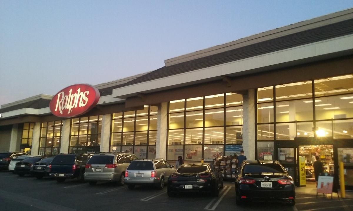 LAのダウンタウンにあるスーパー「Ralphs(ラルフス)」の写真。