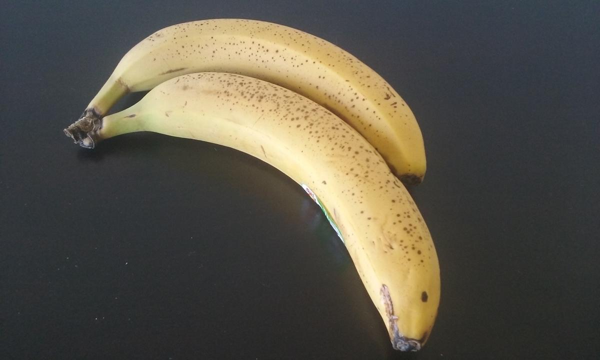 オーガニックバナナ2本の写真。