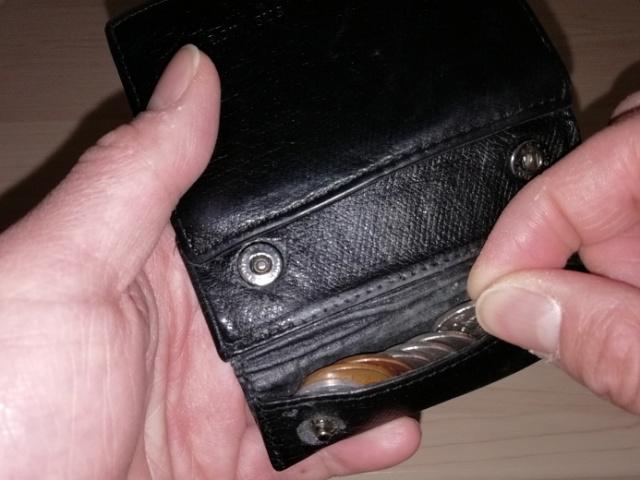薄い財布の小銭入れ