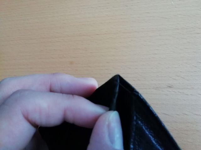 薄い財布の修理箇所のアップ