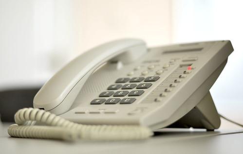 緊急事態宣言の発表直後とあって電話もなかなかつながらない