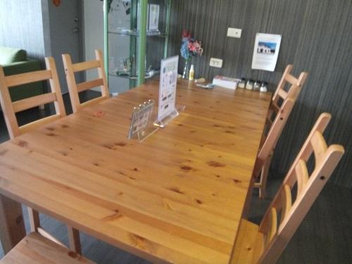 ゲストハウスのテーブル