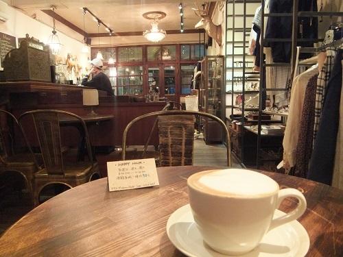 カフェの奥のスペース