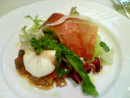 ロテスリーレカン バスク豚の生ハムのサラダとウッフポッシュ