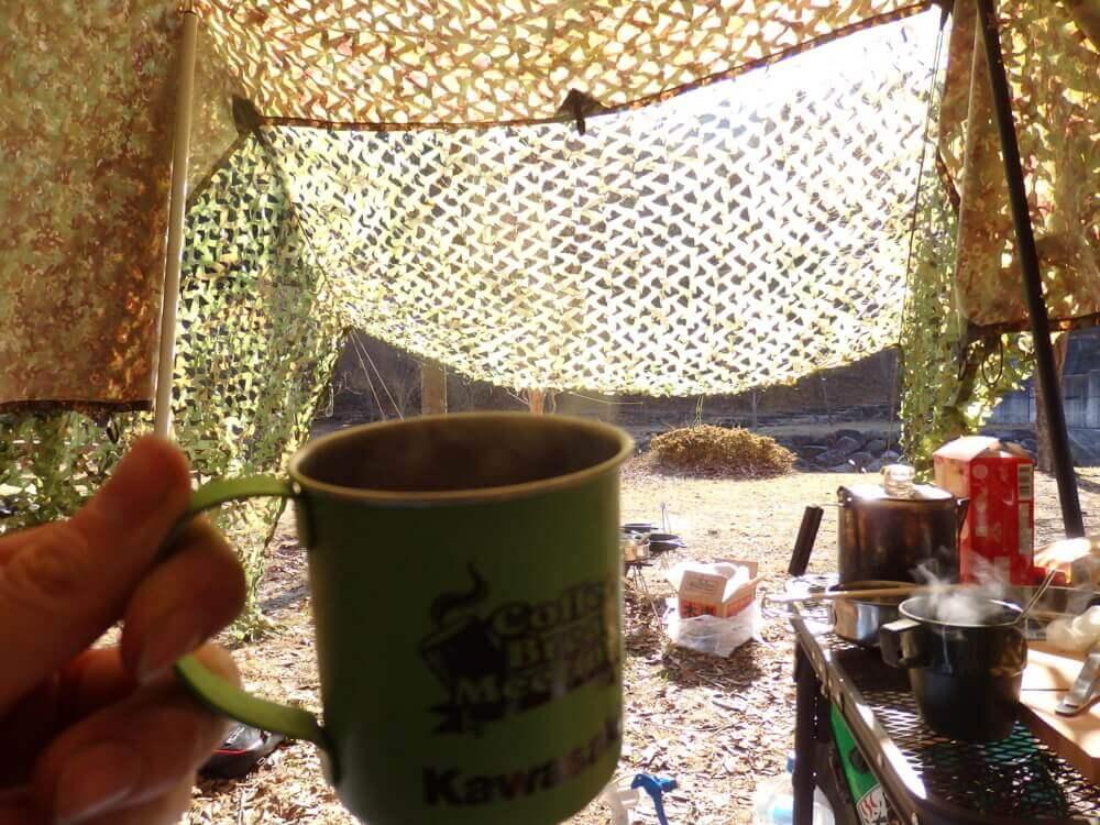 自然の中でコーヒーを堪能する
