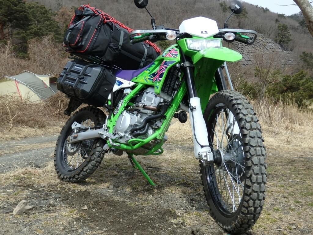 バイクキャンプ キャンプ用品積載