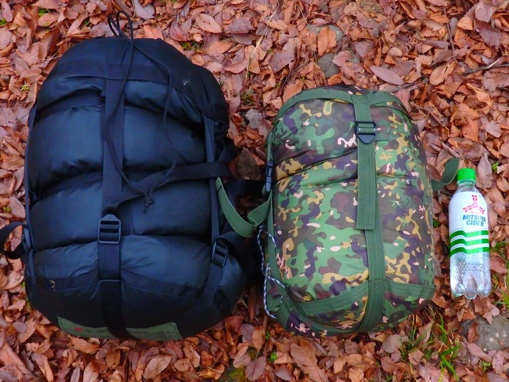左:米軍放出品寝袋 右:DDHammockハンモック用寝袋
