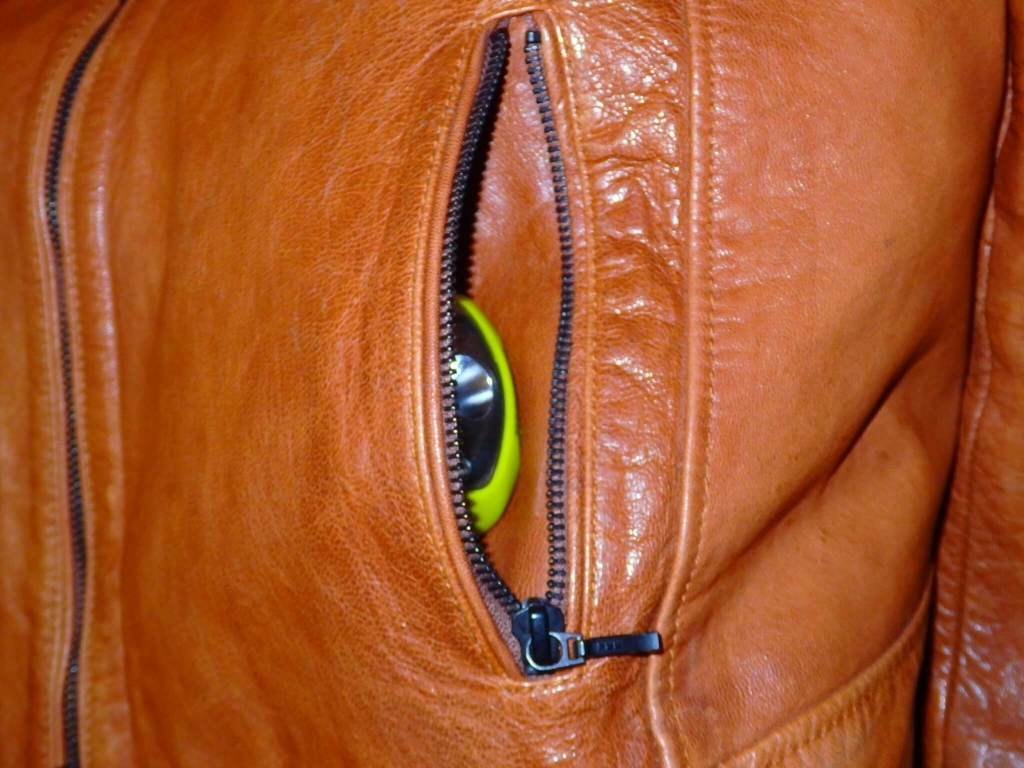 ポケットに収まるヘッドライト
