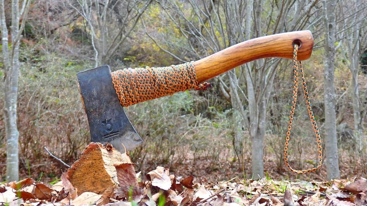 ハスクバーナの手斧と薪
