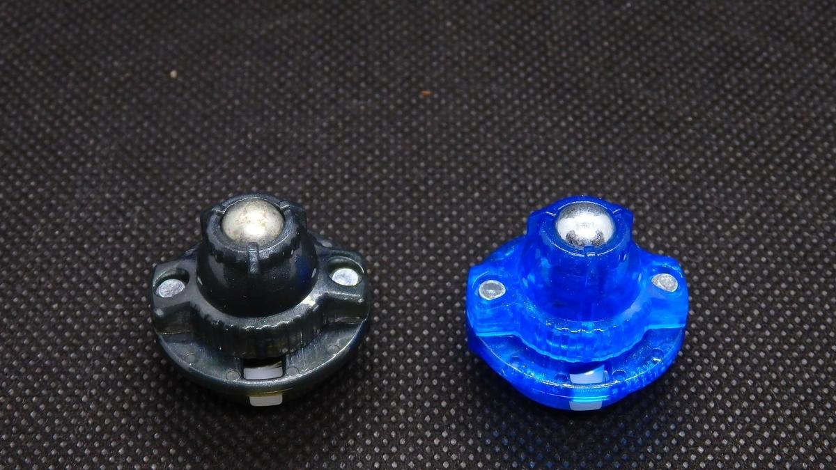 左:錆びたOm(オービットメタル) 右:新品のOm