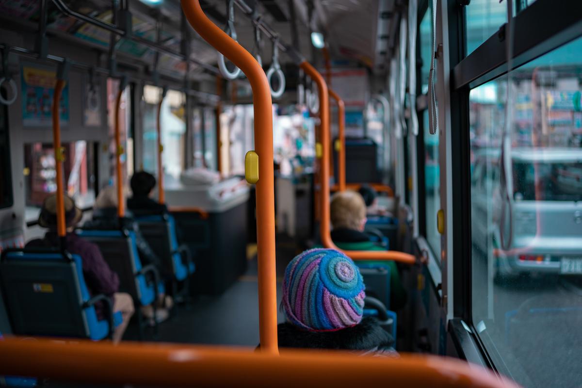 バスの車内風景
