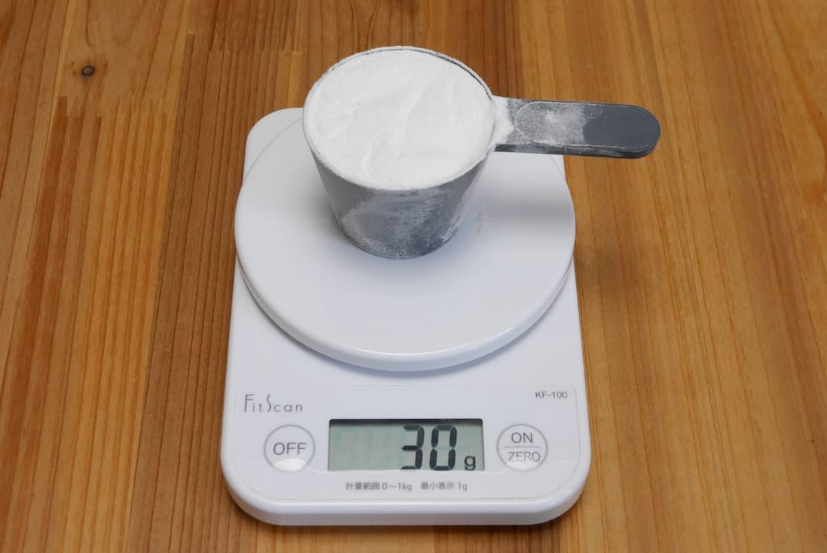 クリアホエイアイソレート ラムネは1スクープで30g