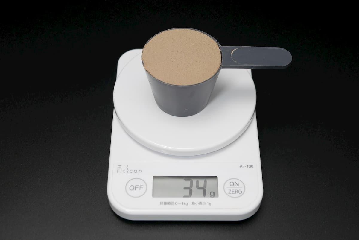 Impactホエイエリートは付属のスプーンすりきり1杯で約34g