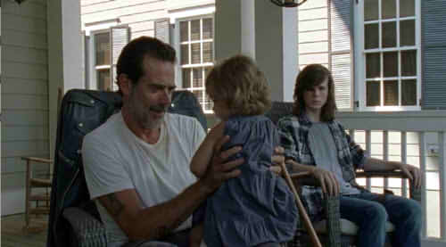 ジュディスを抱くニーガンとカール
