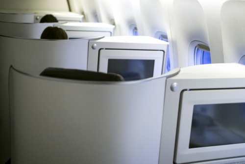 飛行機内での優遇①広々としたビジネスシート&専用ラウンジ
