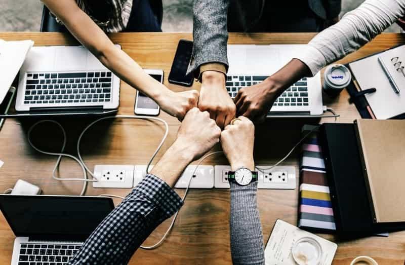 システム開発プロジェクトにおけるSEチームリーダーの役割とは?プログラミングはできない?