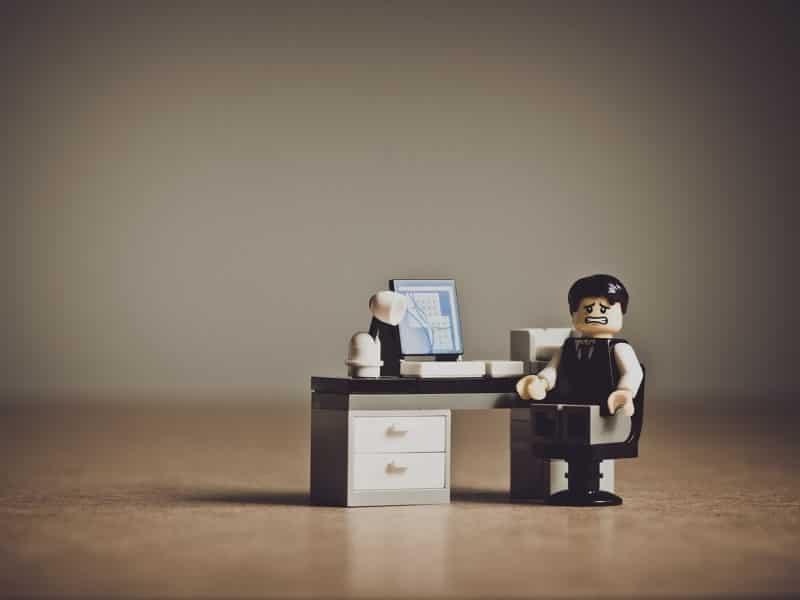 ノルマがきつい営業職はキャリアにも悪影響?修行を積んだら次のステージへ