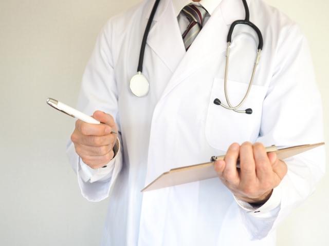 健康相談を受けるドクター