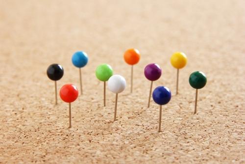 人それぞれの個性を表現した10色のマチ針