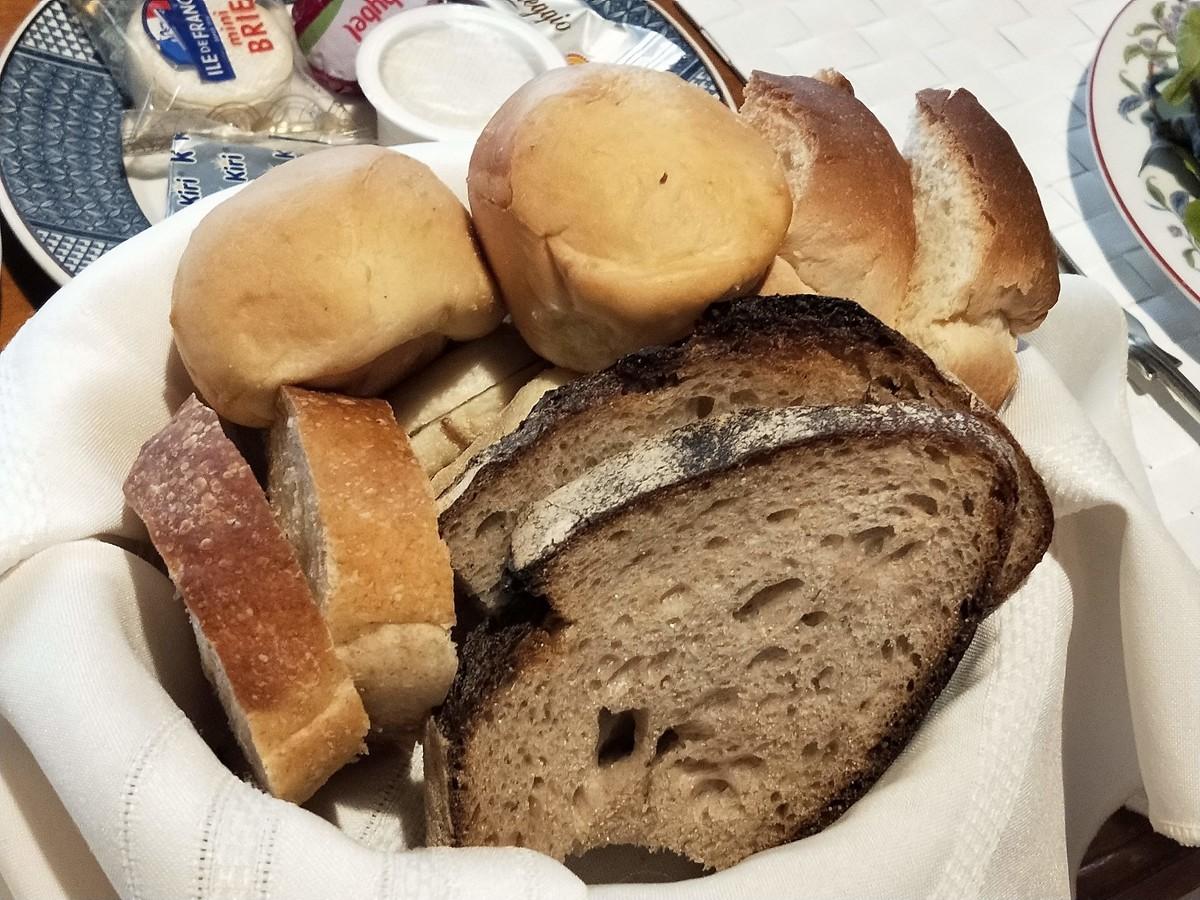 湯河原の清光園の朝ごはん! パンの種類がめっちゃ豊富!