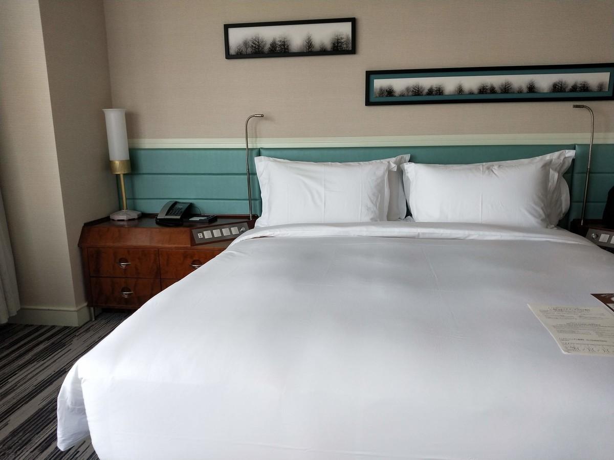 ザ・プリンス パークタワーの客室・真っ白でふわふわなベッド