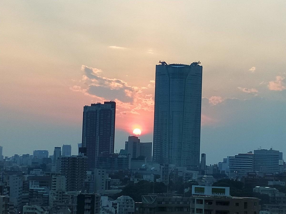 ザ・プリンス パークタワーの客室から見えた夕焼け