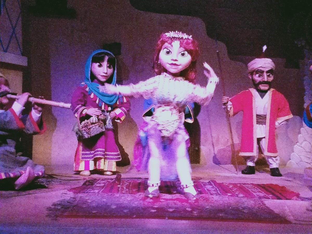 ディズニーシー シンドバッドのところの踊り子お姉さん