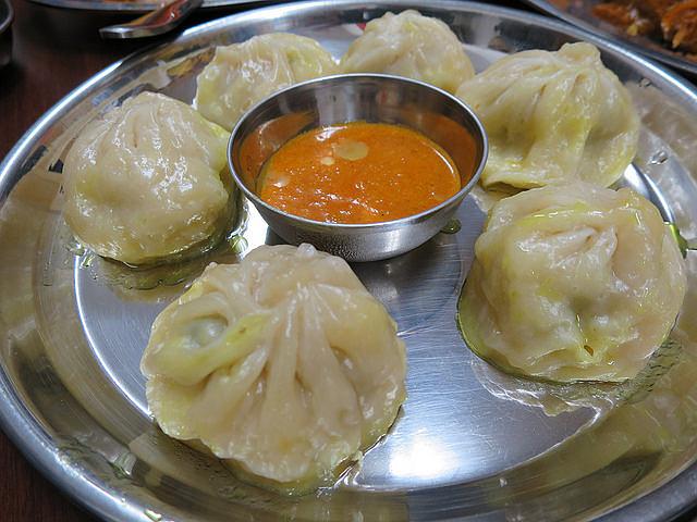 ネパールの餃子「モモ」