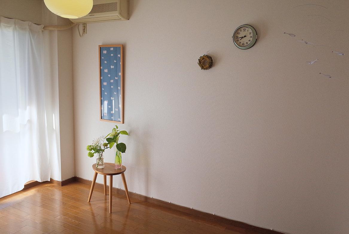 花のある部屋の風景(写真)