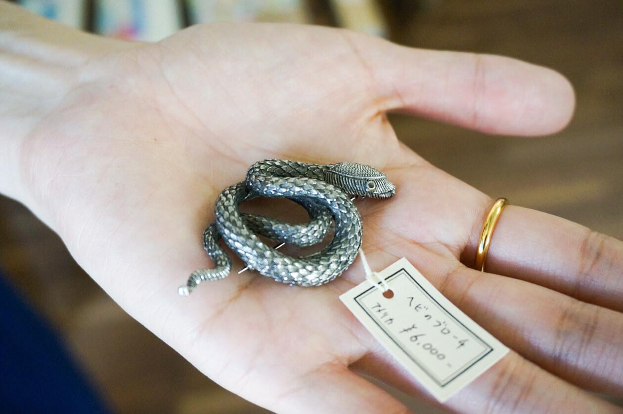 アンティークのヘビのブローチ