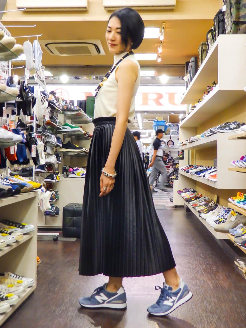 ボリュームがあり、足首の見えるスカート丈にとても合う。歩く姿で1枚