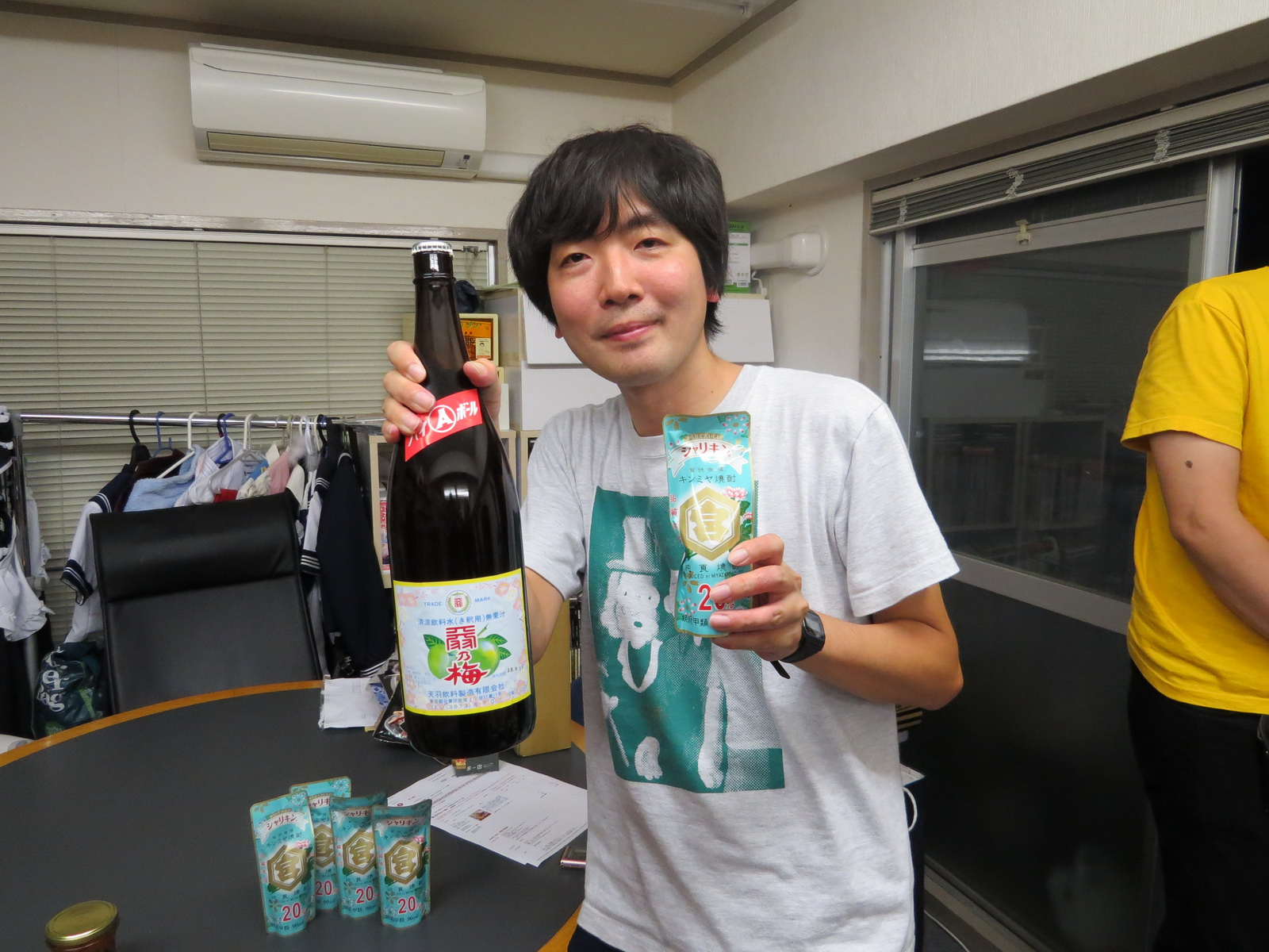 ナオさんに案内してもらうと、ディープで最高な大阪の飲み屋を堪能できます。