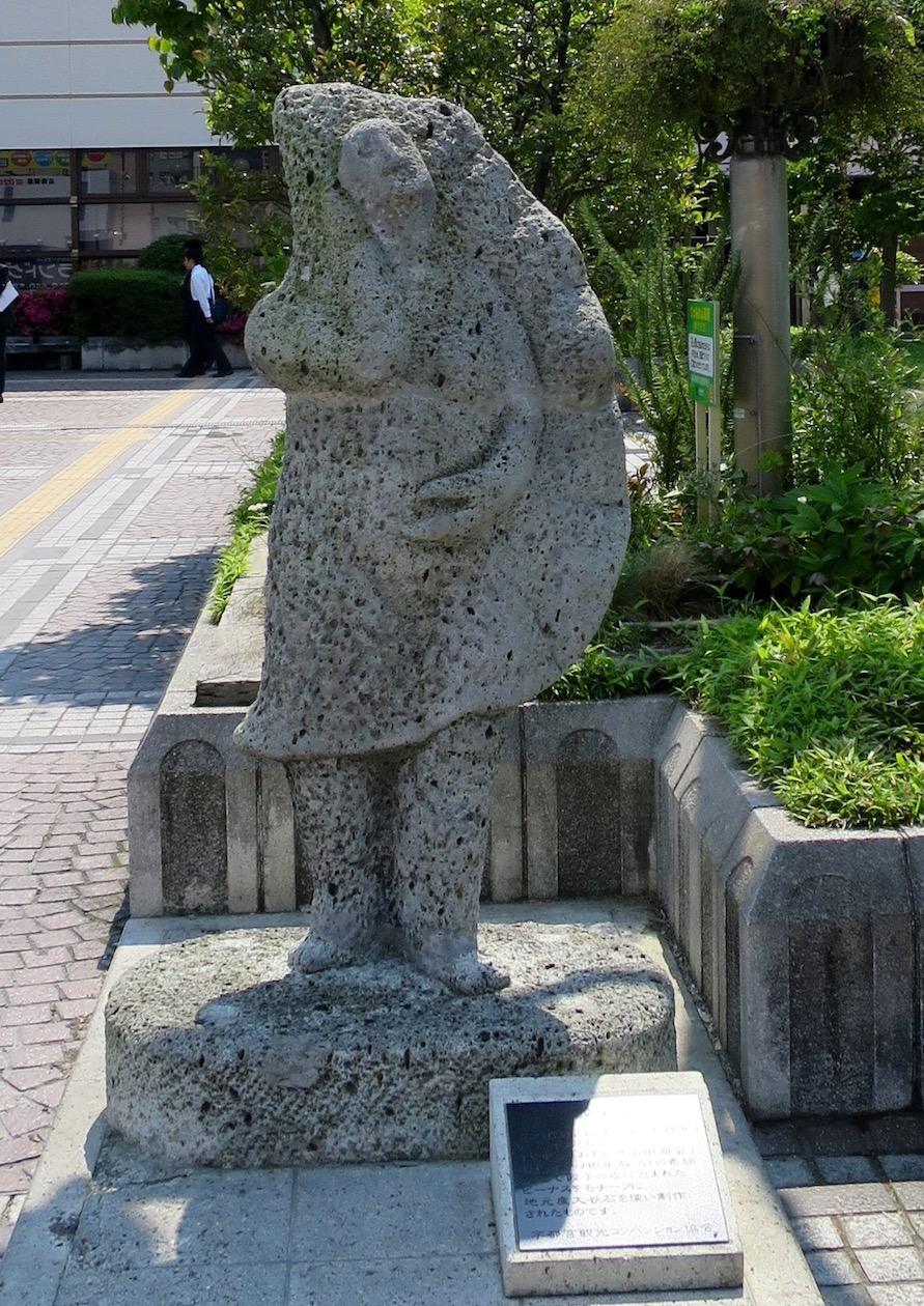 宇都宮駅西口の餃子像