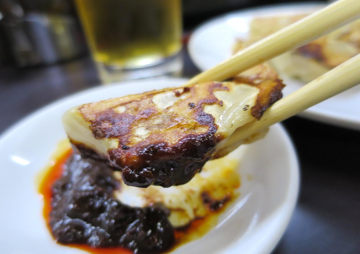 味噌ダレが魅力の神戸餃子
