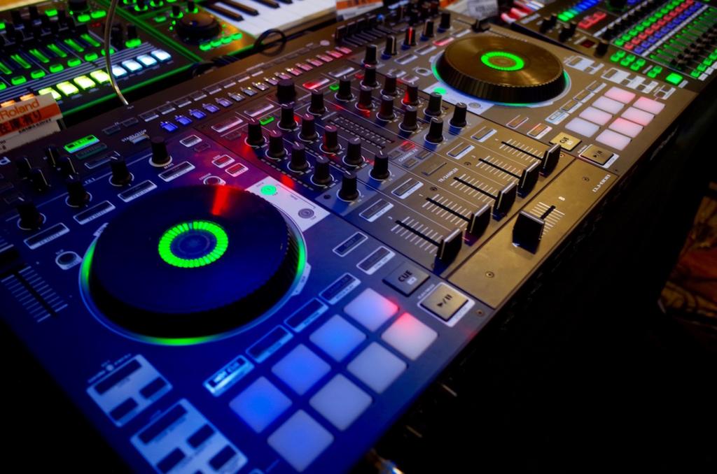 DJって楽しいの? どうやって始めたらいい? 島村楽器とui_nyanにDJの魅力とオススメ機材を聞いてきた